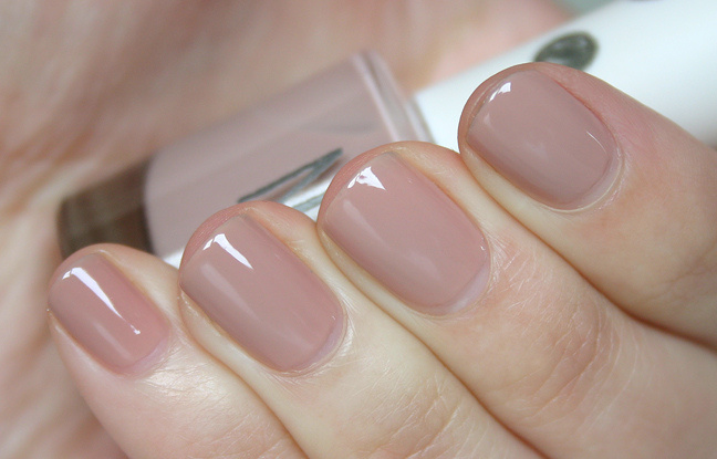 Get Naked Keep It Clean Nude Nails are gorgeous for Spring